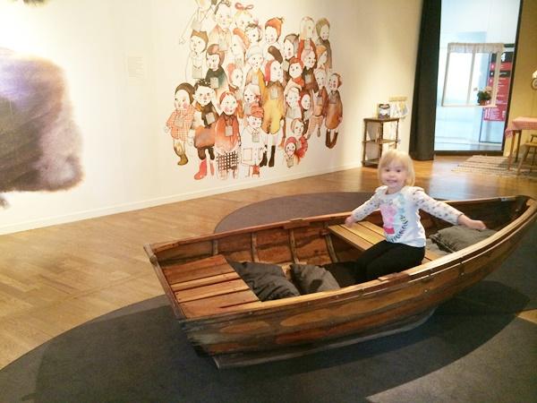 utställning, systern från havet