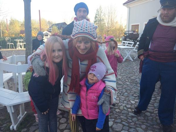 Efter dansen hade Maja och Lova tur att få träffa Pippi och då måste vi så klart ta en bild.